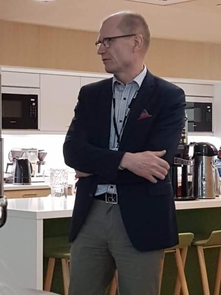Päätoimittaja Kyösti Karvonen esitteli Kalevan kehittämissuunnitelmia.